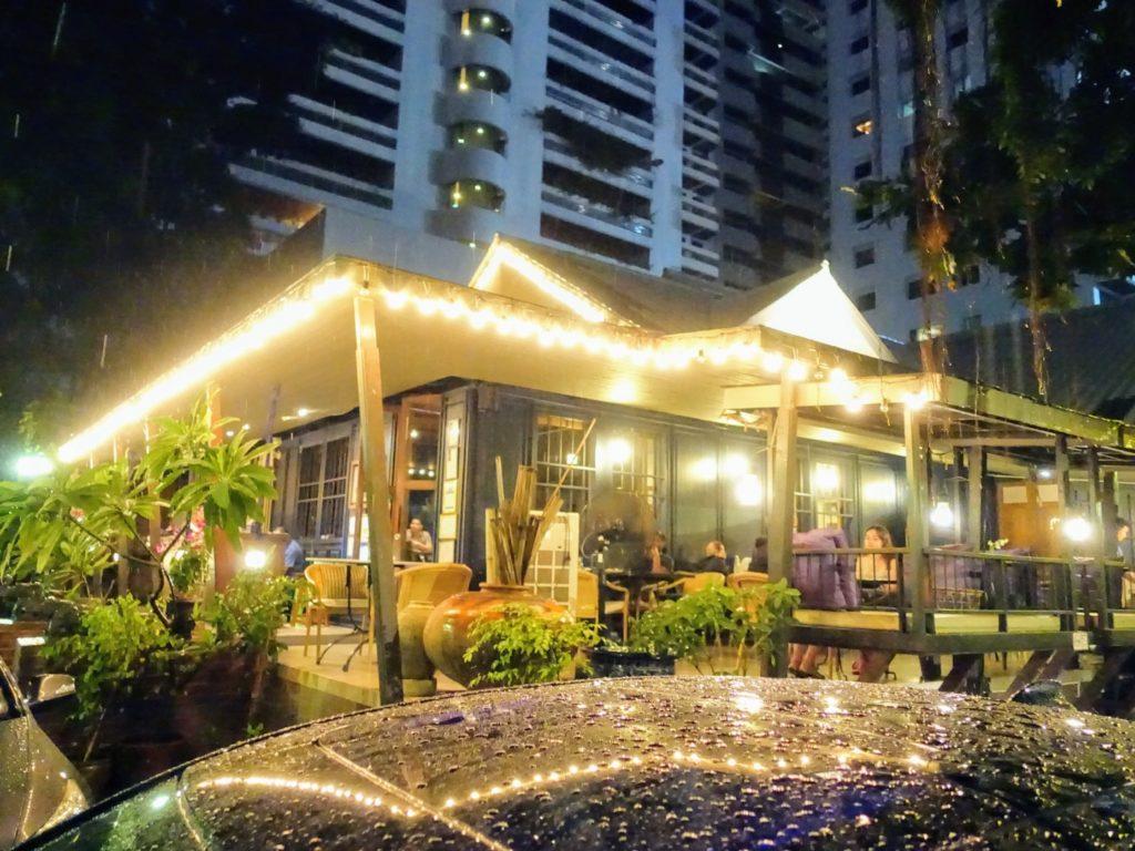 バンコク 人気レストラン THE LOCAL